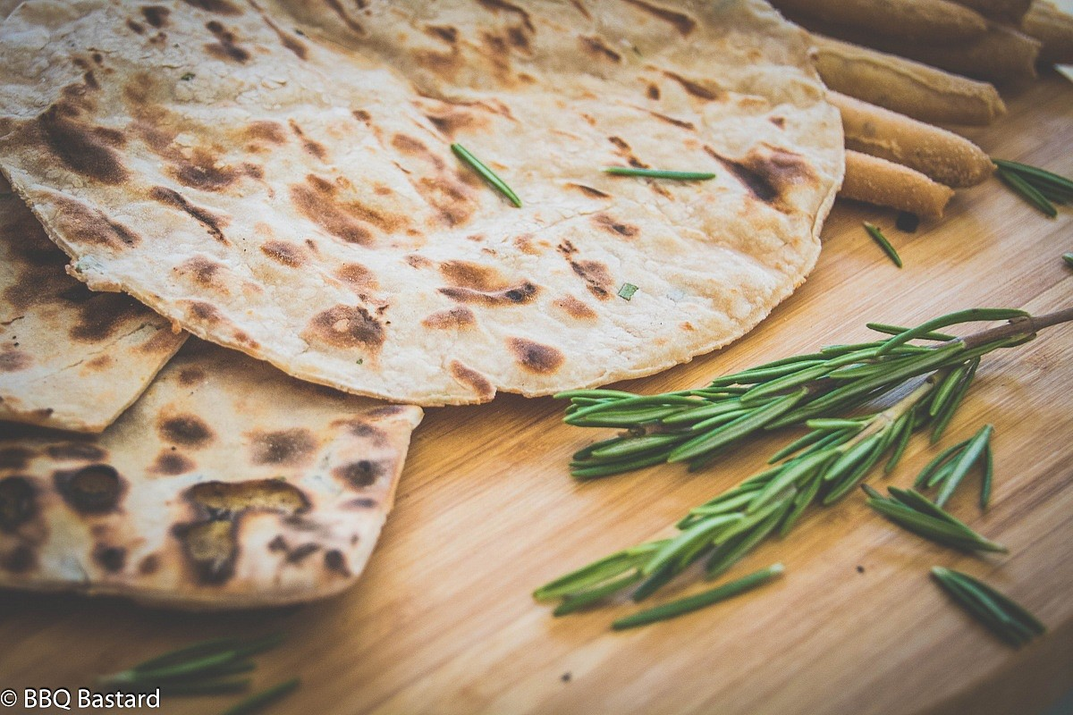 Easy grilled Naan bread recipe with toppings