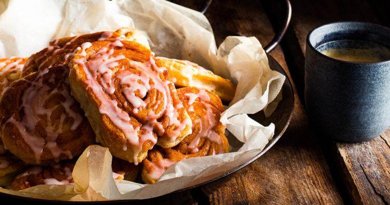 Kaneelbroodjes van de BBQ -Cinnamon rolls