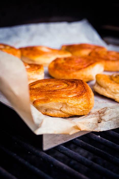 Kaneelbroodjes op de BBQ