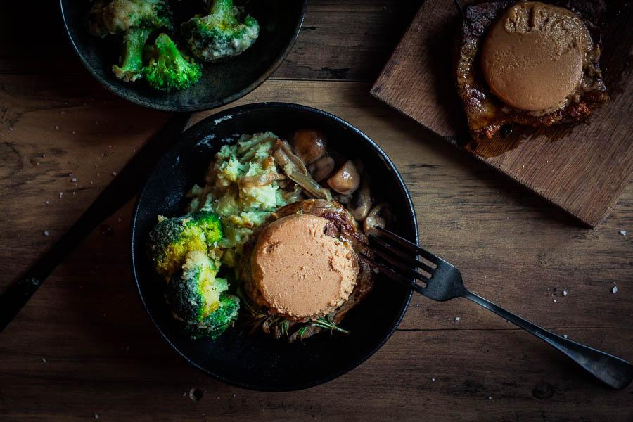 Steak au foie gras met wilde paddenstoelensaus