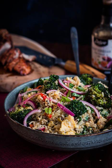Gebakken rijst met gebrande groenten