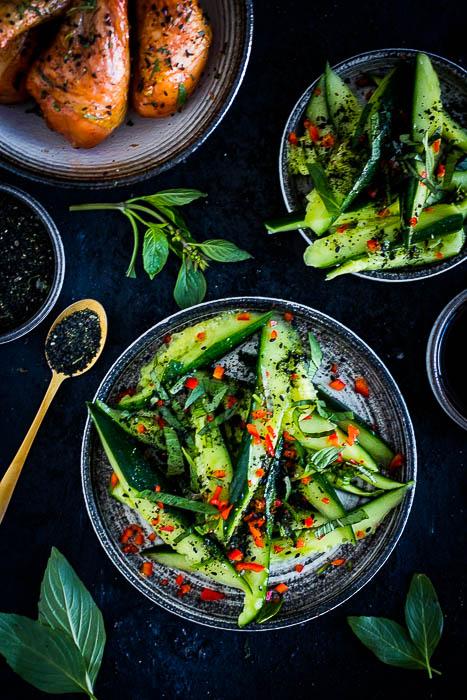 Salade van geplette komkommer