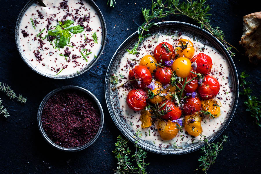 Charred tomato salad with yoghurt – vegetarian fingerfood