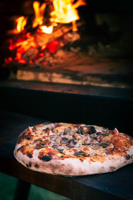 Pizza Pollo uit de houtoven