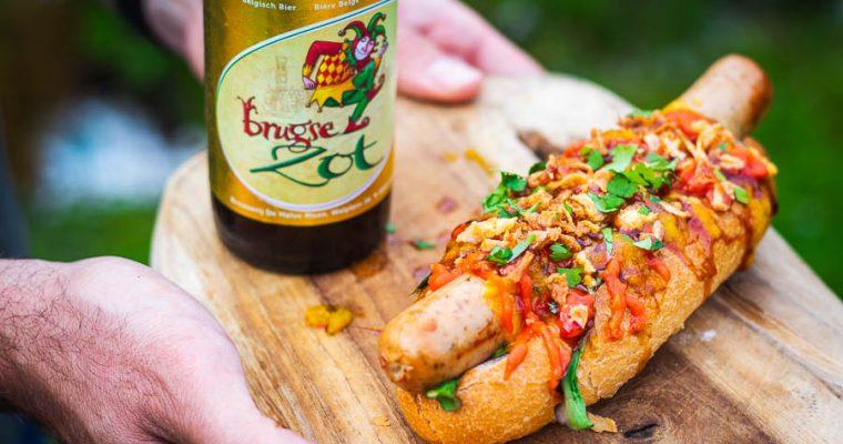 Duivelse Hot Dog met Tricolore van sauzen!